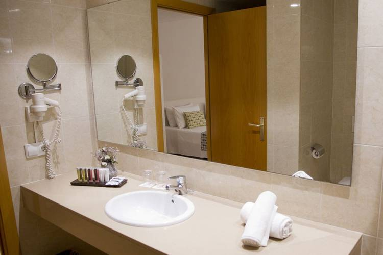 Bathroom ALEGRIA Plaza Paris  Lloret de mar