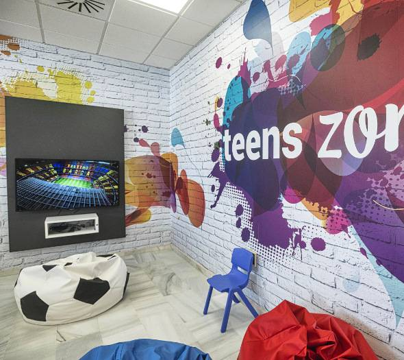 MINICLUB AND TEENS ZONE  Rota
