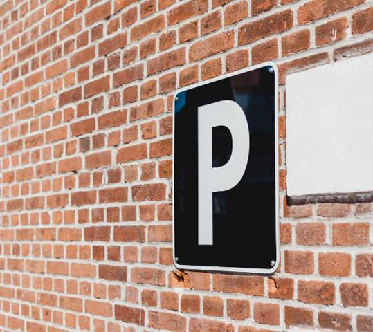 Indoor parking (€) portomagno hotel aguadulce